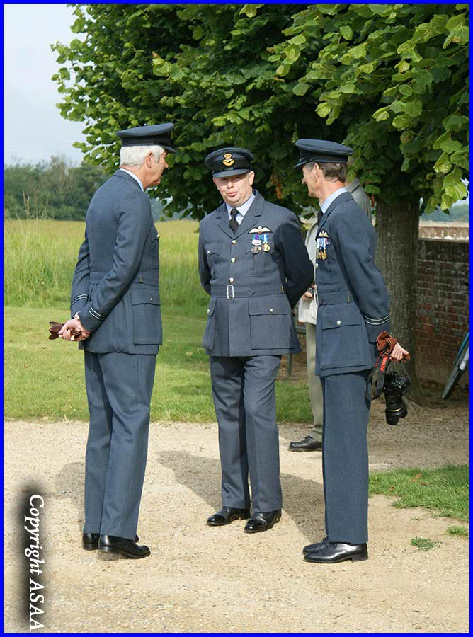 Gannes - Wing Commander Nick Goodwyn and RAF officers