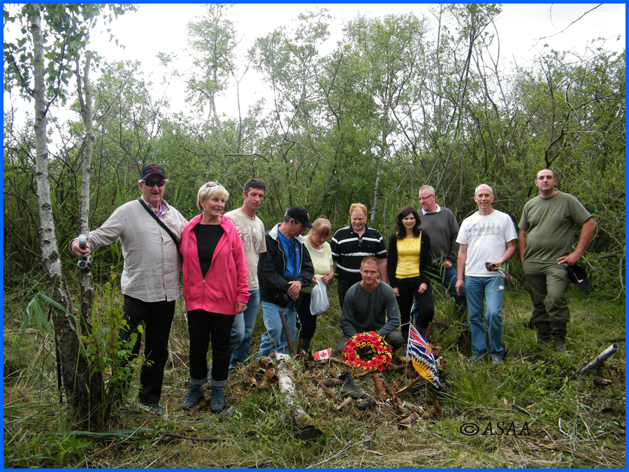 Sacy-le-Grand - At the crash site with tha MacKenzie family