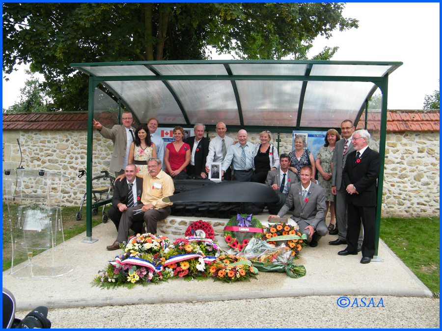 Sacy-le-Grand - The MacKenzie family and the team who found out the engine